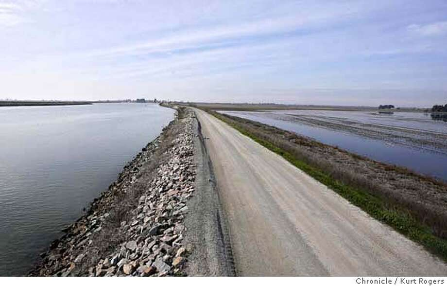 The North Mokelumne River on the left and Tyler Island on the right. A new study says that past management of the delta was completely wrong and now are going to turn around there thinking. Tyler Island in the San Joaquin delta is more than twenty feet below sea level and is basically a giant hole in the ground surrounded by levees. TUESDAY, FEBRUARY 06, 2007 KURT ROGERS/THE CHRONICLE SACRAMENTO THE CHRONICLE  SFC DELTA_0027_kr.jpg MANDATORY CREDIT FOR PHOTOG AND SF CHRONICLE / -MAGS OUT Photo: KURT ROGERS/THE CHRONICLE