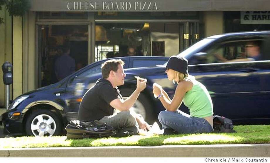 NICEDAY23_058.JPG Photo taken on 6/23/04 in BERKELEY. On a perfect summer day in Berkeley, (from left)John Senseney and Amy Buono enjoy a pizza on a grassy median strip on Shattuck Ave.  Photo: Mark Costantini/SF Chroniclerial Ran on: 06-23-2004  Photo caption Ran on: 06-23-2004 Ran on: 06-23-2004 MANDATORY CREDIT FOR PHOTOG AND SF CHRONICLE/ -MAGS OUT Photo: MARK COSTANTINI