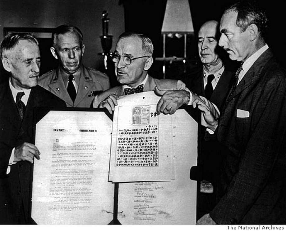 WAS313:WORLDWAR;WASHINGTON,26JUL95 -FILE PHOTO 7SEPT45 - U.S. President Harry Truman (C) points to Emperor Hirohito's sigmature on the official Japanese surrender documents at the White House September 7 1945. The historic papers were signed by Japanese and Allied officials September 1 1945. L-R are: U.S. Secretary of War Henry Stimson; U.S. General of the Army George Marshall, Army Chief of Staff; President Truman; Fleet Admiral Ernest J. King, Commander in Chief of the U.S. Fleet; and Dean Acheson, U.S. Acting Secretary of State. The 50th anniversary of the end of World War 11 is August 1995. cm/The National Archives (RG-208-MO-43897-PME) REUTERS CAT 0 Photo: NATIONAL ARCHIVES
