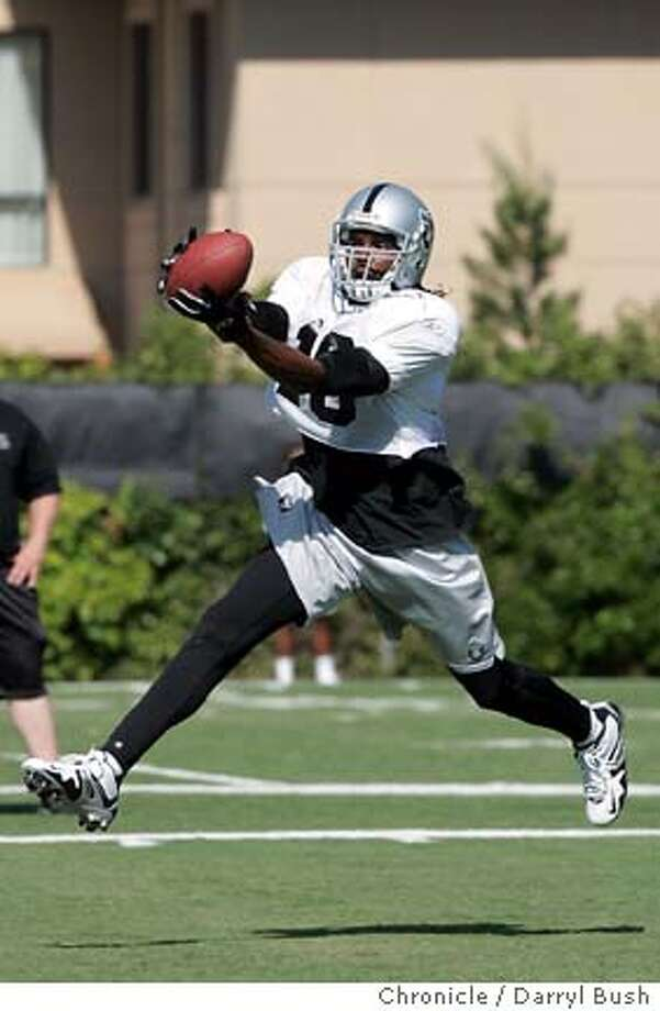 Oakland Raiders Randy Moss (18) catches a pass during the first day of training camp at their facility in Napa.  Event on 7/29/05 in Napa.  Darryl Bush / The Chronicle Photo: Darryl Bush