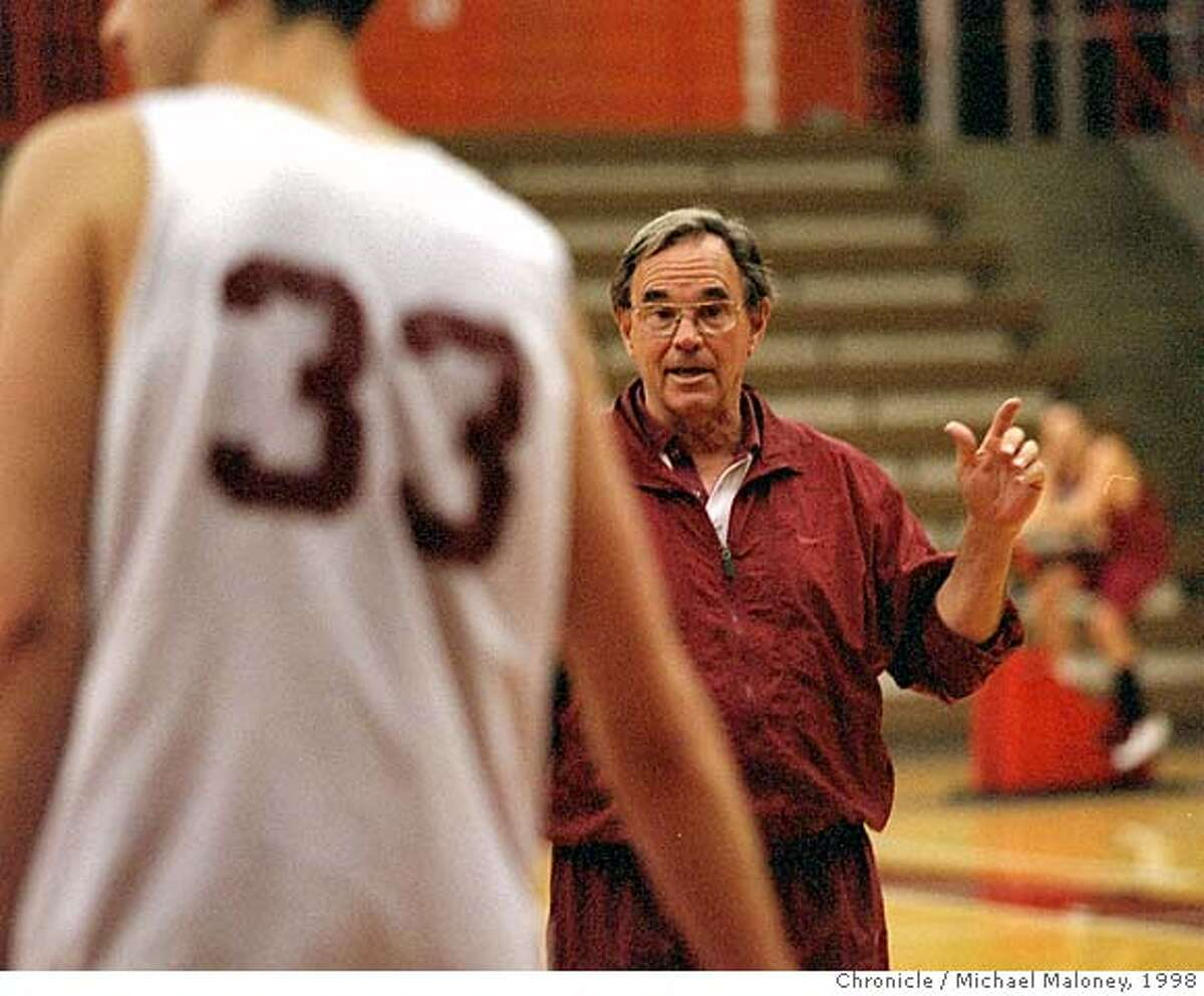 B-BALL28-DAVEY/C/28OCT98/SP/MJM Santa Clara men's basketball head coach Dick Davey leads a practice session at Toso Pavilion. Photo by Michael Maloney