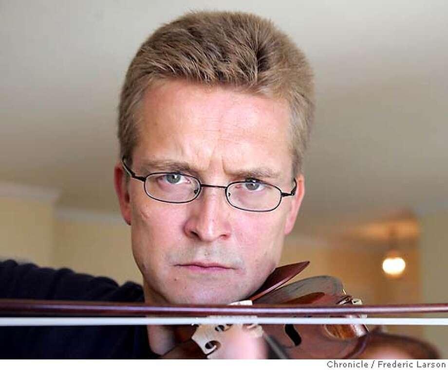 Violinist Christian Tetzlaff at the Huntington hotel in San Francisco.  ***Christian Tetzlaff  9/5/06  {Frederic Larson/The Chronicle } MANDATORY CREDIT FOR PHOTOGRAPHER AND SAN FRANCISCO CHRONICLE/ -MAGS OUT Photo: Frederic Larson