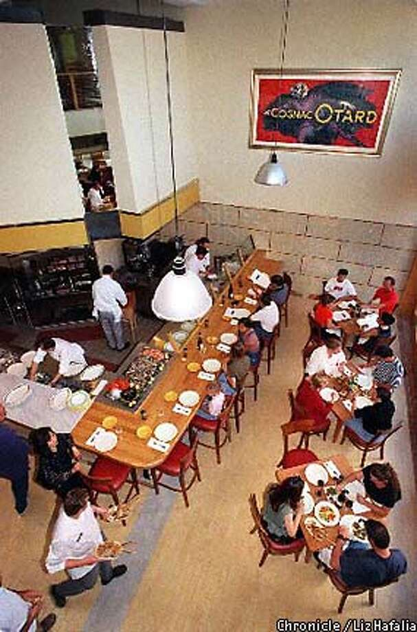 Zibibbo in Palo Alto, a sister restaurant to San Francisco's LuLu, boasts an expansive loftlike space. / Liz Hafalia / The Chronicle 1997