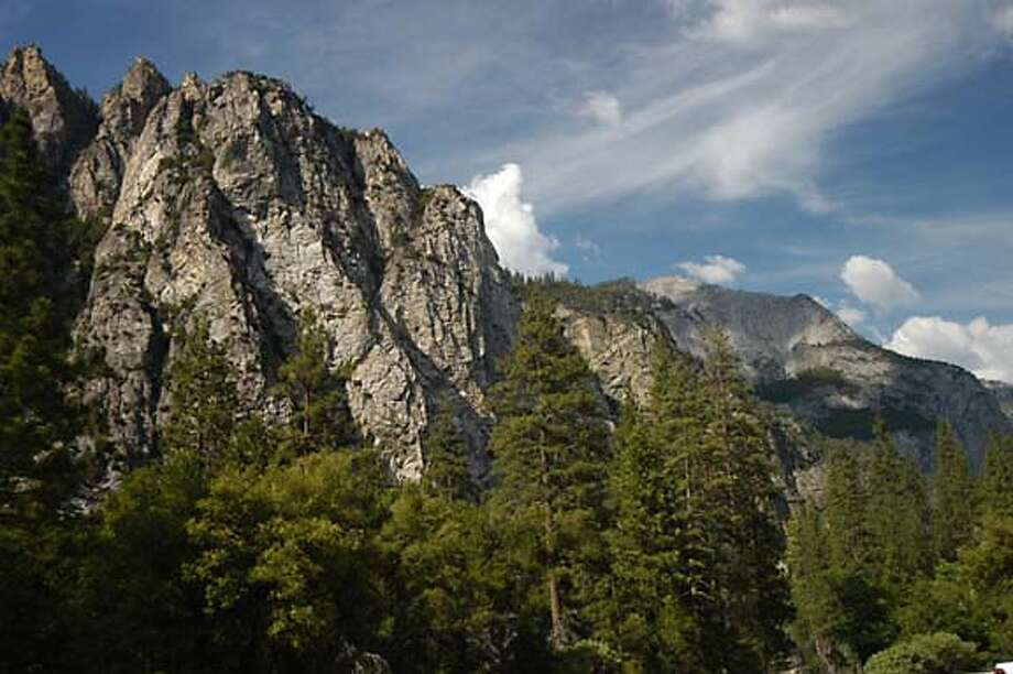 Jagged peaks on the north rim of Kings Canyon, above Zumwalt Meadows. Kings Canyon National Park on 6/14/05.  Spud Hilton / The Chronicle Photo: Spud Hilton