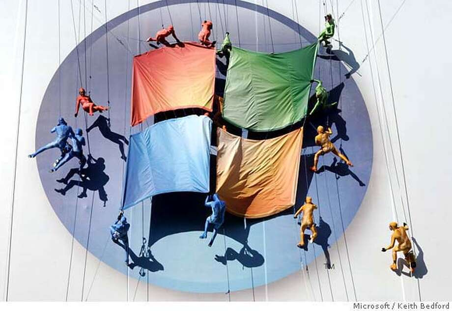 Sixteen aerialists perform on a giant billboard at the the launch of Windows Vista and Microsoft Office in New York January 29, 2007. The performance featured an original score from the new Windows Vista soundtrack. NO ARCHIVES FOR EDITORIAL USE ONLY REUTERS/Keith Bedford/Microsoft Corporation/Handout (UNITED STATES) Photo: HO