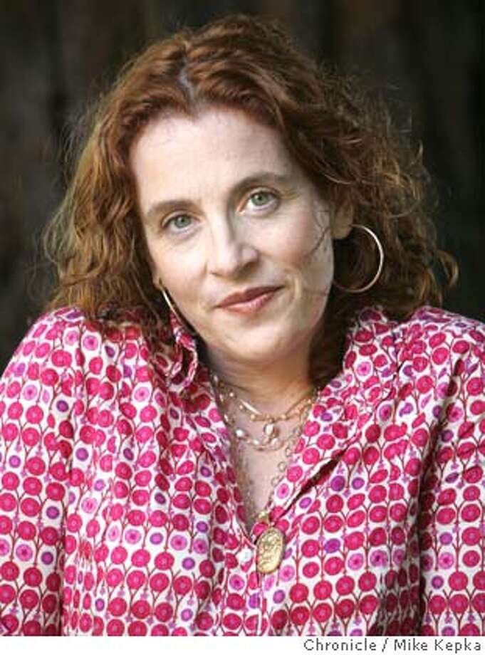 Ayelet Waldman, author and wife of Pulitzer prize winning author Michael Chabon, poses for our Sunday Chronicle Magazine. 6/8/05 Mike Kepka / The Chronicle Photo: Mike Kepka