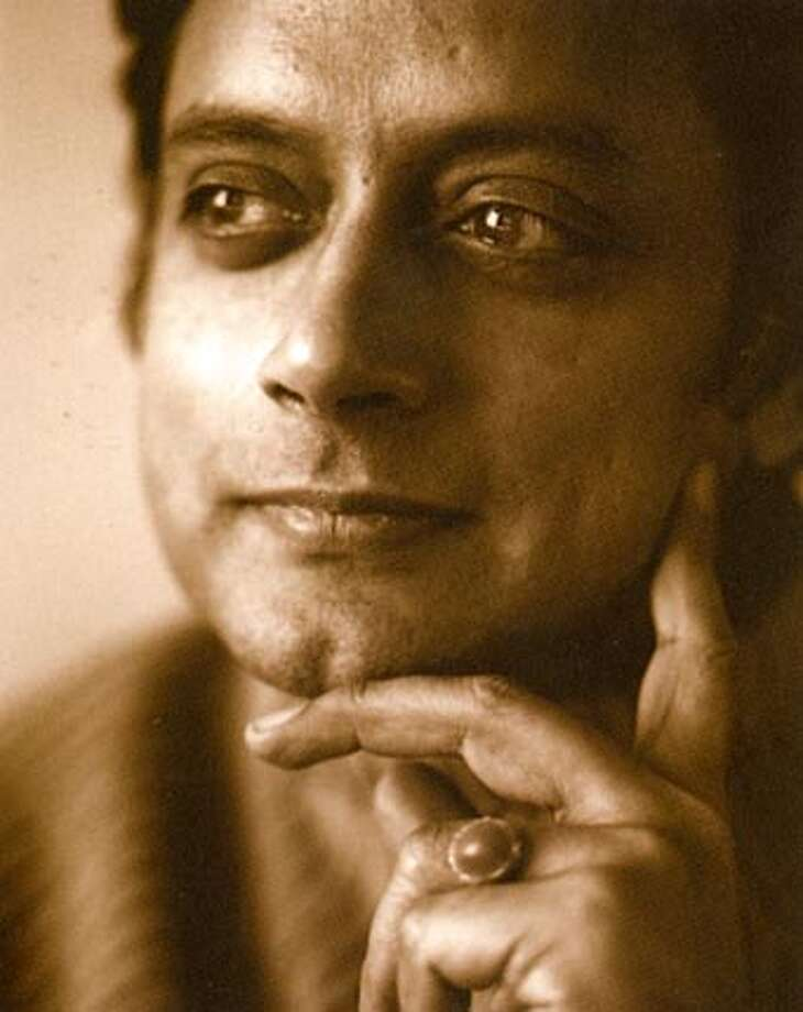 Author Shashi Tharoor. Photo credit: Sergey Bermeniev BookReview#BookReview#Chronicle#07-24-2005#ALL#2star#e2#0423110135