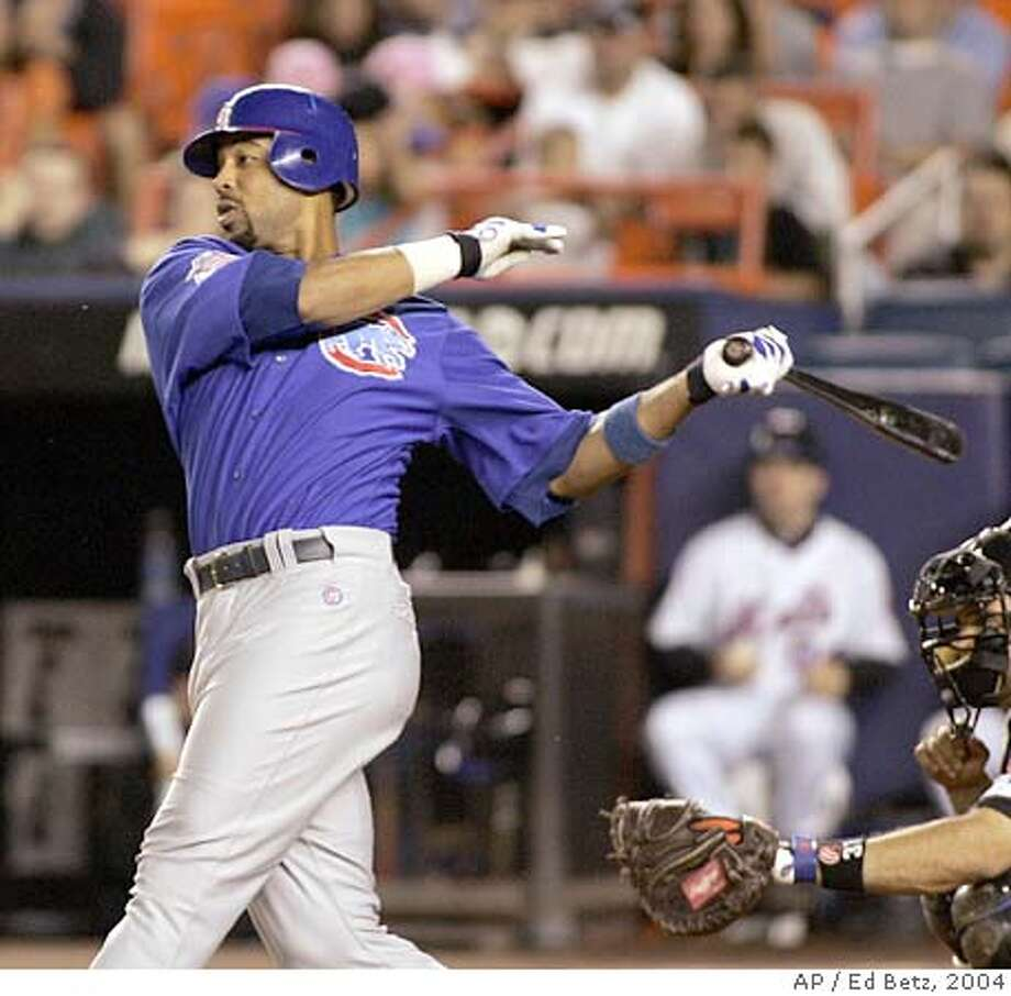 Chicago Cubs' Derek Lee hits an RBI single against the New York Mets during the 10th inning, Friday, Sept. 24, 2004, at Shea Stadium in New York. (AP Photo/Ed Betz) Ran on: 09-25-2004 Ran on: 09-25-2004 Ran on: 09-25-2004 Photo: ED BETZ