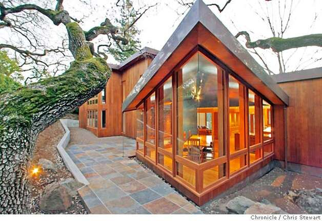 .jpg  Architect Gordana Pavlovic designed this hillside Menlo Park home. Photographed January 12, 2007.  Chris Stewart / The Chronicle MANDATORY CREDIT FOR PHOTOG AND SF CHRONICLE/ -MAGS OUT Photo: Chris Stewart
