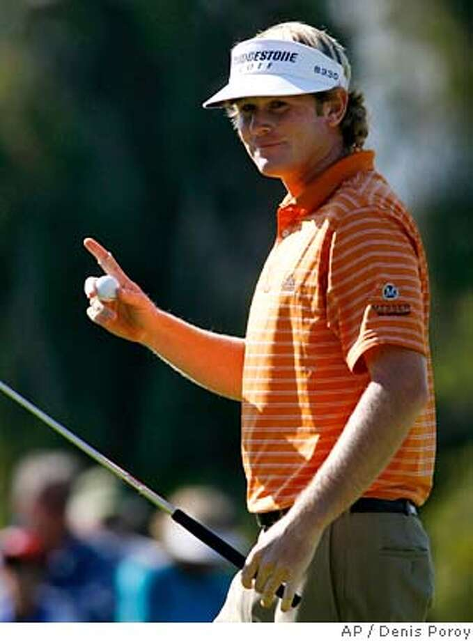 Brandt Snedeker acknowkedges the applause after making birdie on the 15th hole during the second round of the Buick Invitaional golf tournament in San Diego Friday, Jan. 26, 2007. (AP Photo/Denis Poroy) Photo: Denis Poroy