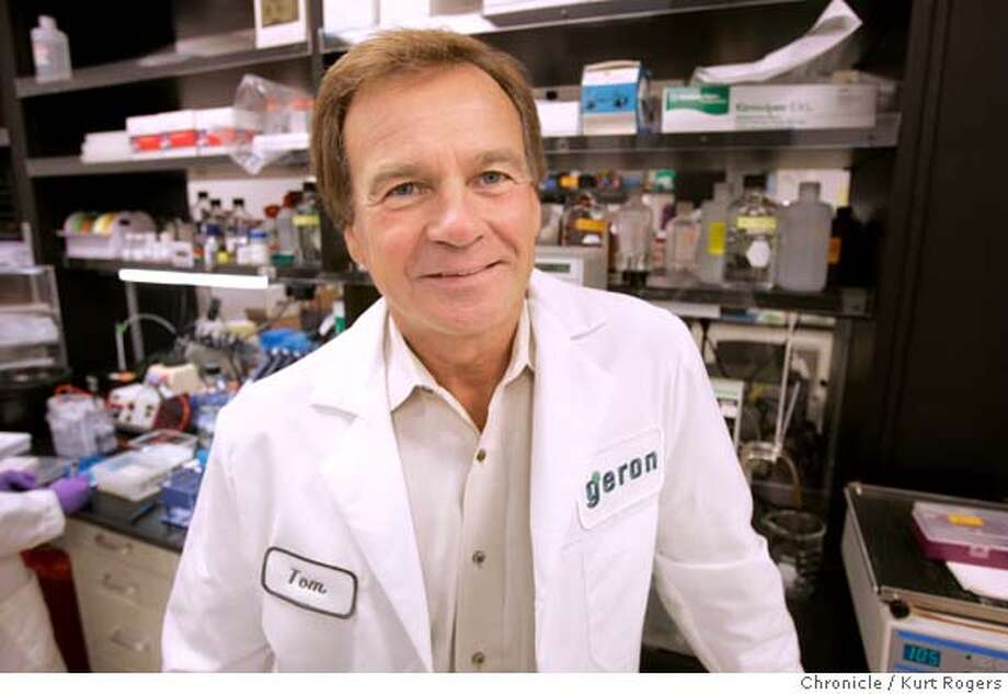 Genron Corp in Menlo Park .Thomas Okarma the chife exec of the company in the lab. also Melinda Au working in the lab.  STEMCELL_0105_kr.JPG 11/3/04 in Menlo Park,CA.  KURT ROGERS/THE CHRONICLE Ran on: 11-04-2004  Melinda Au works in the lab facilities at Geron in Menlo Park. MANDATORY CREDIT FOR PHOTOG AND SF CHRONICLE/ -MAGS OUT Photo: KURT ROGERS