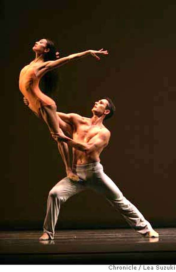 """sfballet_621_ls.jpg  Yuan Yuan Tan (female) and Damian Smith(male) perform """"Pas De Deux from After the Rain"""". Dress rehersal portion of the San Francisco Ballet's opening gala night at the War Memorial Opera House on Wednesday, January 24, 2007. Photo by Lea Suzuki/The San Francisco Chronicle  Photo taken on 1/24/07, in San Francisco, CA. **(program) cq. 39546 MANDATORY CREDIT FOR PHOTOG AND SAN FRANCISCO CHRONICLE/ -MAGS OUT Photo: Lea Suzuki"""
