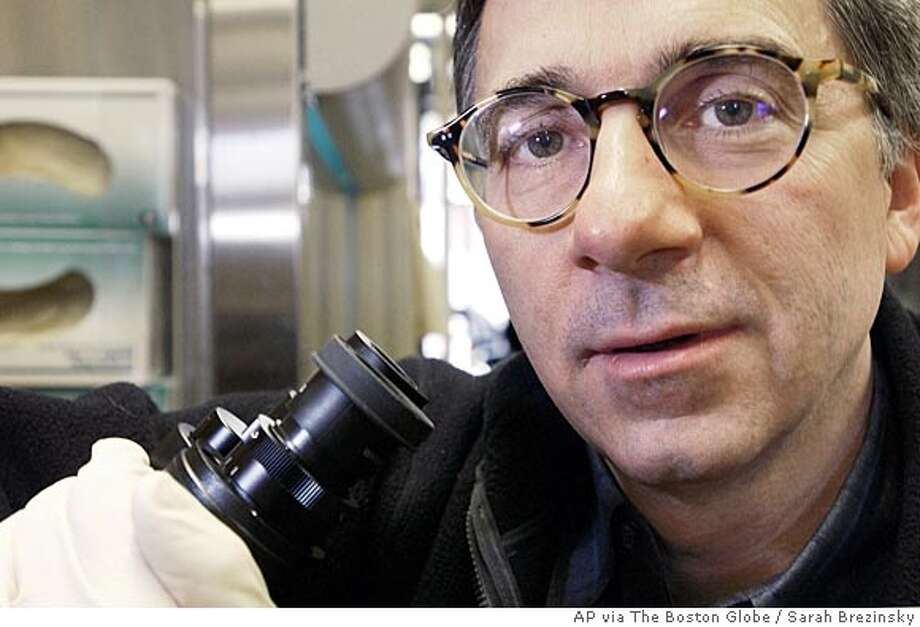 Dr. Douglas A. Melton, is seen Friday, Feb. 27, 2004 in his laboratory at Havard University in Cambridge, Mass. Melton has announced that 17 new stem cell lines created in his lab, will be available for free beginning Wednesday, March 3, 2004. (AP Photo/The Boston Globe, Sarah Brezinsky) Boston Out Mags Out Quincy Out Photo: SARAH BREZINSKY