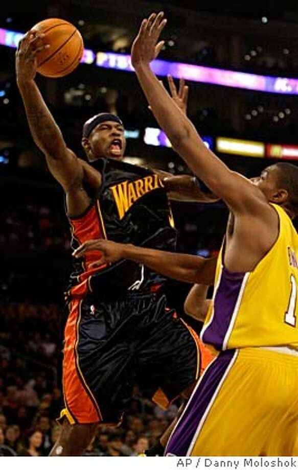 Golden State Warriors' Al Harrington shoots the ball under defensive pressure from Los Angeles Lakers' Andrew Bynum, right, during the first half of an NBA basketball game on Monday, Jan. 22, 2007, in Los Angeles. (AP Photo/Danny Moloshok) Photo: Danny Moloshok