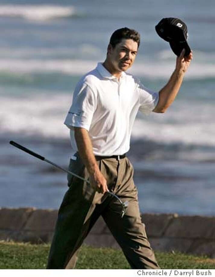 at&t_0733_db.JPG  Aaron Oberholser waves to the crowd as he walks to the 18th green at Pebble Beach Golf Links on his way to winning the AT&T Pebble Beach National Pro-Am at Pebble Beach.  Event on 2/12/06 in Pebble Beach.  Darryl Bush / The ChronicleRan on: 03-23-2006  Arron Oberholser is almost guaranteed to qualify for next month's Masters.  Ran on: 01-24-2007  A bulging disk probably will prevent Arron Oberholser from defending his AT&T title. Photo: Darryl Bush