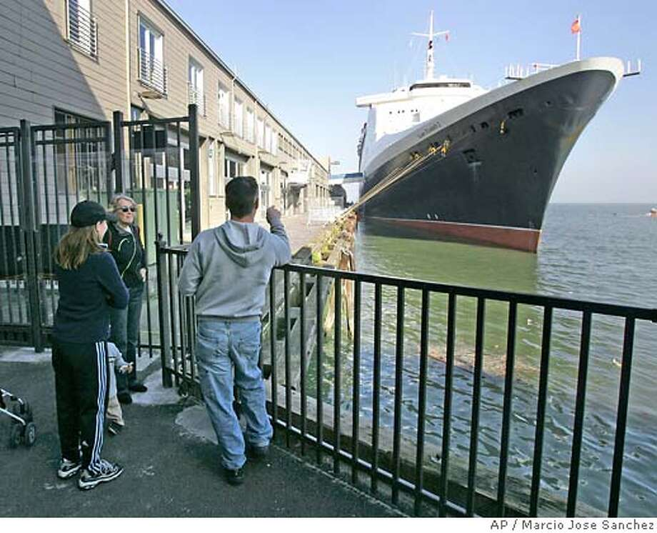 Visitors view the Queen Elizabeth 2 ocean liner docked in San Francisco,Wednesday, Jan. 24, 2007. Some 300 people had to be taken off the ship because of a Norovirus flu outbreak. (AP Photo/Marcio Jose Sanchez) Photo: Marcio Jose Sanchez