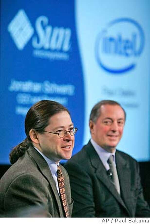 Intel CEO and president Paul Otellini, right, and Sun Microsystems CEO and president Jonathan Schwartz, left, smile during a joint news conference in San Francisco, Monday, Jan. 22, 2007. Sun Microsystems has agreed to use chips from Intel Corp. in some of its servers and for Intel to endorse Sun's Solaris operating system, both companies said Monday. The deal marks a major design win for Intel, the world's largest computer chip maker, which has been fighting to reverse plunging profits and regain market share lost to archrival Advanced Micro Devices Inc. (AP Photo/Paul Sakuma) Photo: PAUL SAKUMA