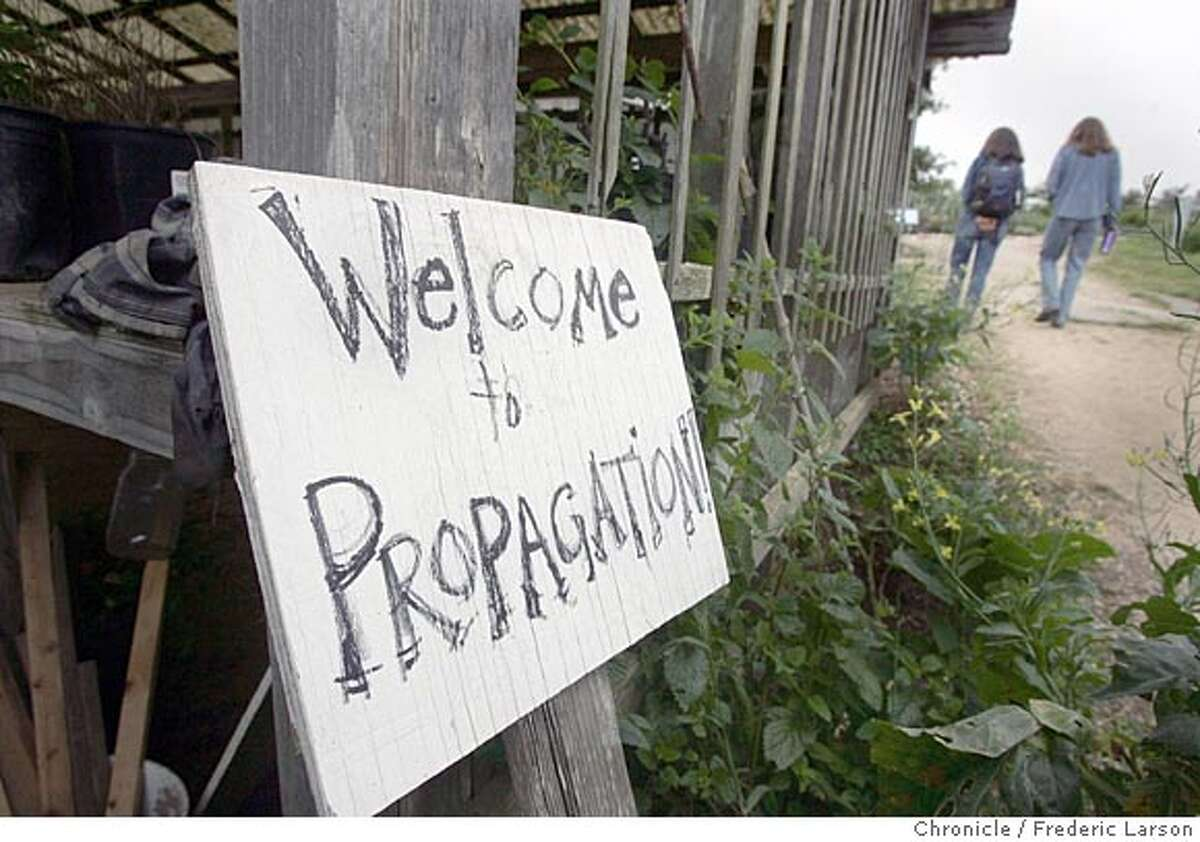 ECOHORT_008_fl.jpg A welcome sign at the Ecological Horticulture apprenticeship program at UC Santa Cruz which trains people in the basic techniques needed to start organic farms or market garden to run school and community garden projects, etc. 5/18/05 Santa Cruz CA Frederic Larson The San Francisco Chronicle