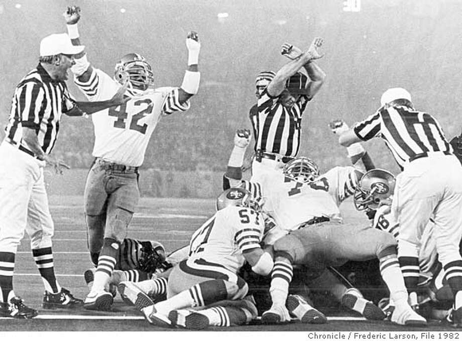 SUPERBOWL-24JAN82-SP-FRL - Super Bowl 1982, goal line stand in the 3rd quarter of Super Bowl 1/24/82. Photo by Fred Larson Photo: FRED LARSON