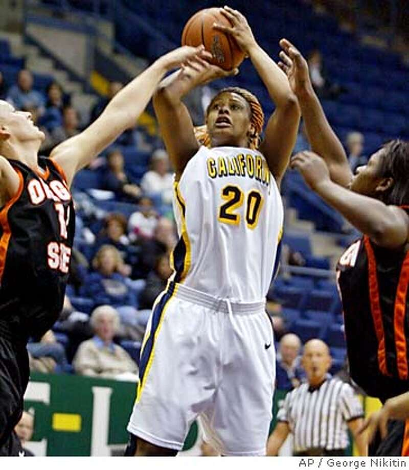 California's Devanei Hampton, center, goes up between Oregon State's Casey Nash, left, and Judie Lomax, in the first half of a basketball game, Thursday, Jan.18, 2007, in Berkeley, Calif. (AP Photo/George Nikitin) Photo: George Nikitin