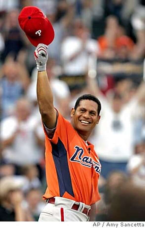 Philadelphia Phillies' Bobby Abreu, of Venezuela, acknowledges the crowd after hitting in the first round of the Home-Run Derby at the 2005 Game, Monday, July 11, 2005 in Detroit. (AP Photo/Amy Sancetta) Photo: AMY SANCETTA