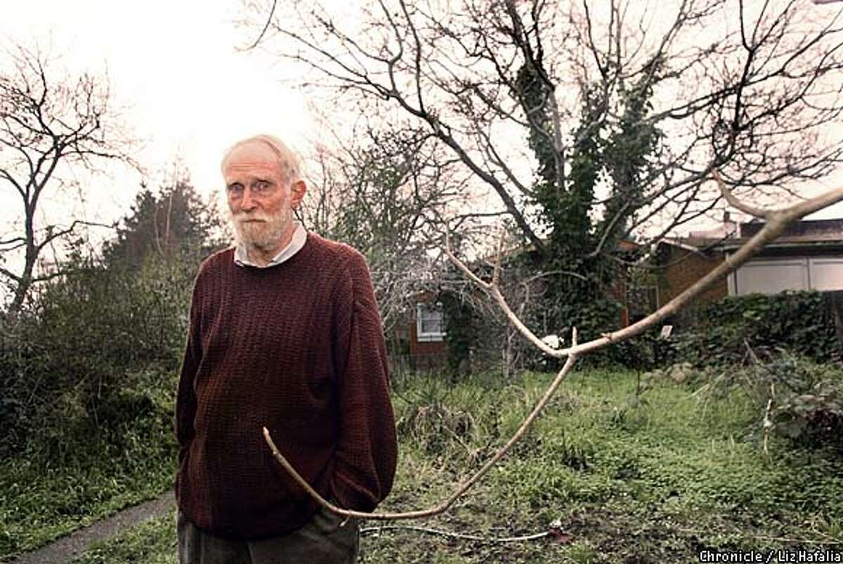 Roberts Blossom, 78 year old Berkeley poet, in his yard. (PHOTOGRAPHED BY LIZ HAFALIA/THE SAN FRANCISCO CHRONICLE)