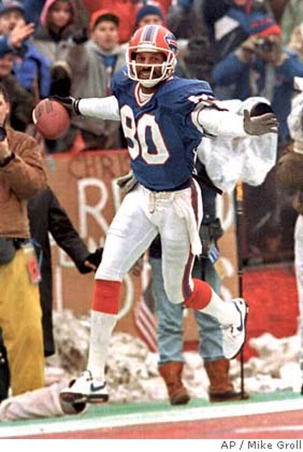 ** FILE ** Buffalo Bills' James Lofton flies into the end zone for a second quarter touchdown over the Los Angeles Raiders at the AFC Championship in Orchard Park, N.Y., in this Jan. 20th, 1991 photo. Lofton was elected to the Pro Football Hall of Fame on Saturday, Jan. 25, 2003. (AP Photo/Mike Groll) CAT Photo: MIKE GROLL