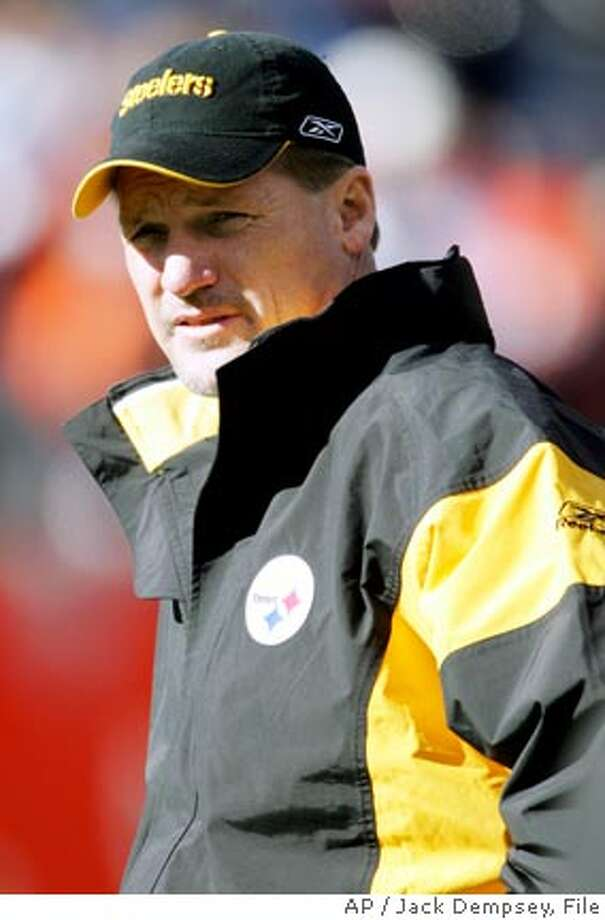 ** FILE ** Pittsburgh Steelers offensive coordinator Ken Whisenhunt looks on before the AFC championship football game against the Denver Broncos in this Jan. 22, 2006 in Denver. Two strong contenders to replace Steelers head coach Bill Cowher who resigned on Friday, are offensive coordinator Ken Whisenhunt and offensive line coach Russ Grimm. (AP Photo/Jack Dempsey) Photo: JACK DEMPSEY