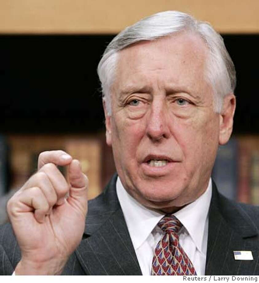 U.S. House Majority Leader Rep. Steny Hoyer (D-MD) discusses the House Democrats 100 Hours Agenda on Capitol Hill in Washington January 10, 2007. REUTERS/Larry Downing (UNITED STATES) 0 Photo: LARRY DOWNING