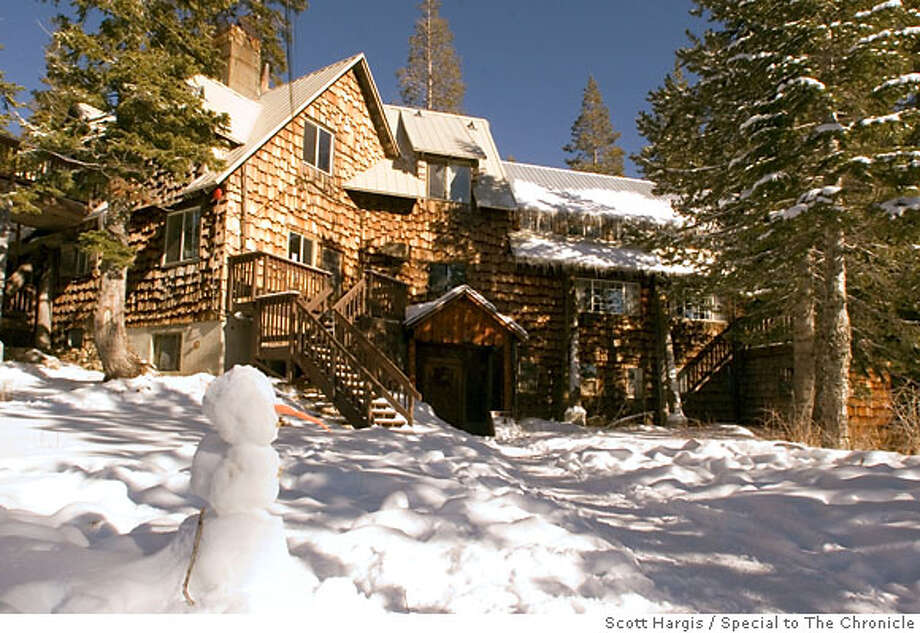 Exterior of the Claire Tappan Lodge in Norden, CA. The lodge is surrounded by tall fir forest and is adjacent to the Donner Ski Ranch, as well as other trail systems. Photo: Scott Hargis