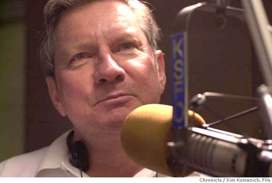 COMMUTER12-C-04DEC00-DD-KK - KSFO host Lee Rodgers at the Front Street studios. CHRONICLE PHOTO BY KIM KOMENICH Photo: KIM KOMENICH