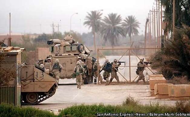 Tanks Troops Battle For Baghdad Airport Vise Tightens