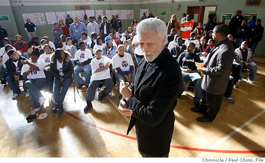 Mayor-elect Ron Dellums (center) met with teenagers at a town hall-style meeting in Oakland, Calif. on Saturday, Dec. 2, 2006. Dellums sought questions from the young residents of Oakland and described the goals he hopes to accomplish when he takes the oath of office in January. PAUL CHINN/The Chronicle Photo: PAUL CHINN