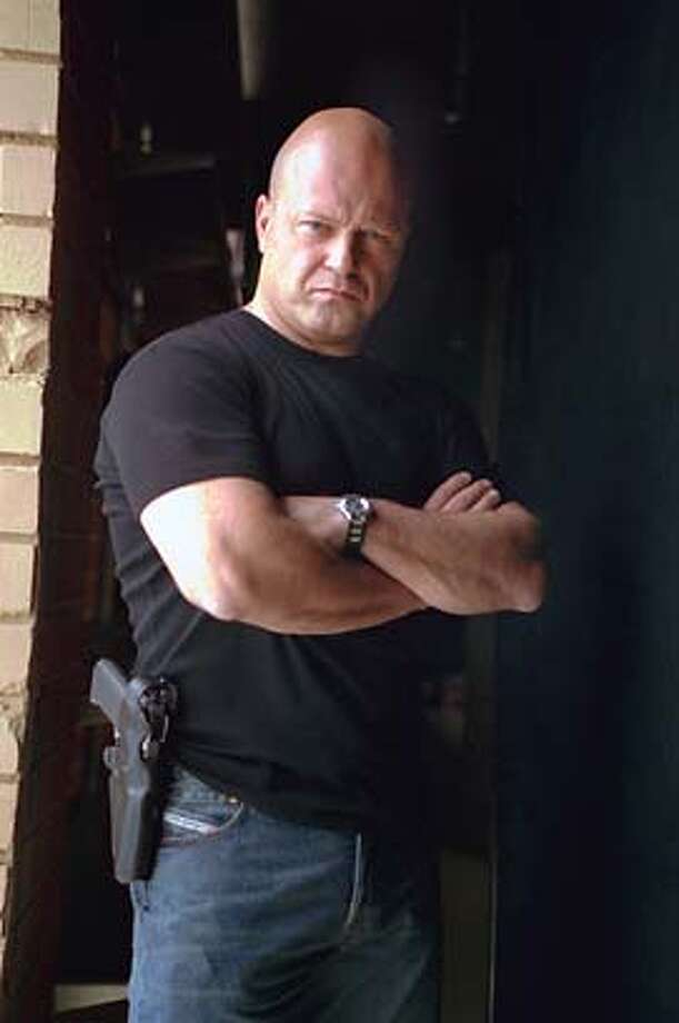 GOODMAN12-C-08MAR02-DD-HO --- Michael Chiklis in The Shield  (HANDOUT PHOTO) ALSO RAN 4/24/02 as cropped Photo: HANDOUT
