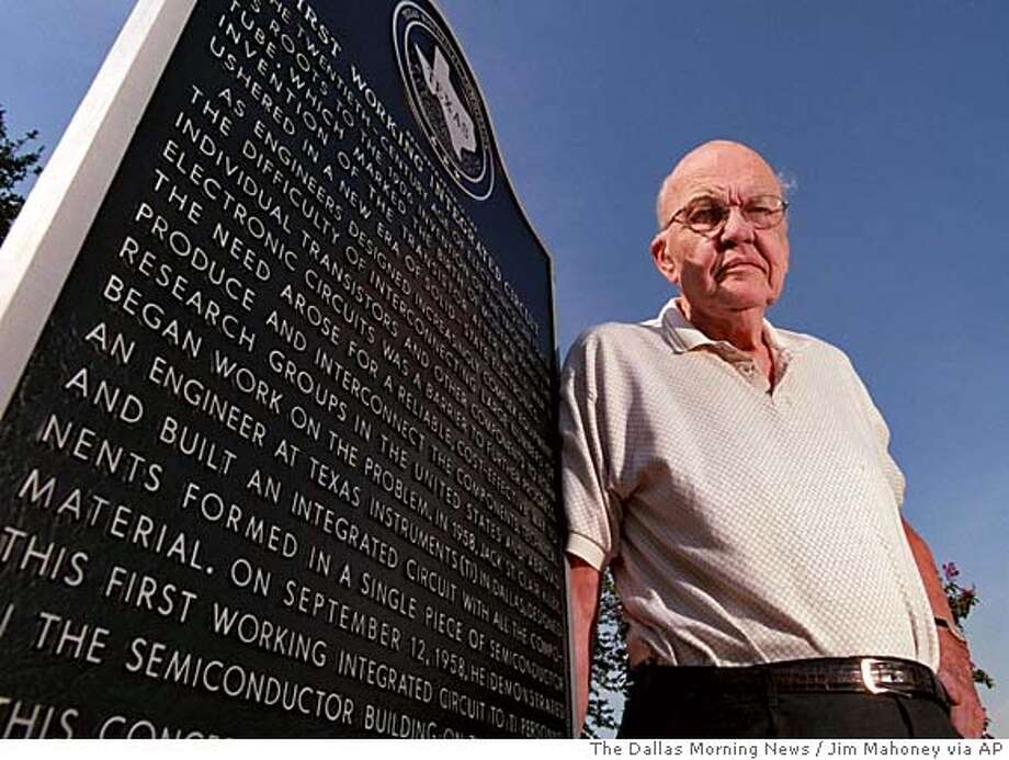 ADVANCE FOR SATURDAY AND SUNDAY DEC 1 AND 2 - On Texas Instruments' North Campus, a Texas historical marker tells the story of how Jack Kilby, 77, seen Oct. 3, 2001, invented the integrated circuit in 1958. (AP Photo/The Dallas Morning News, Jim Mahoney) Photo: JIM MAHONEY