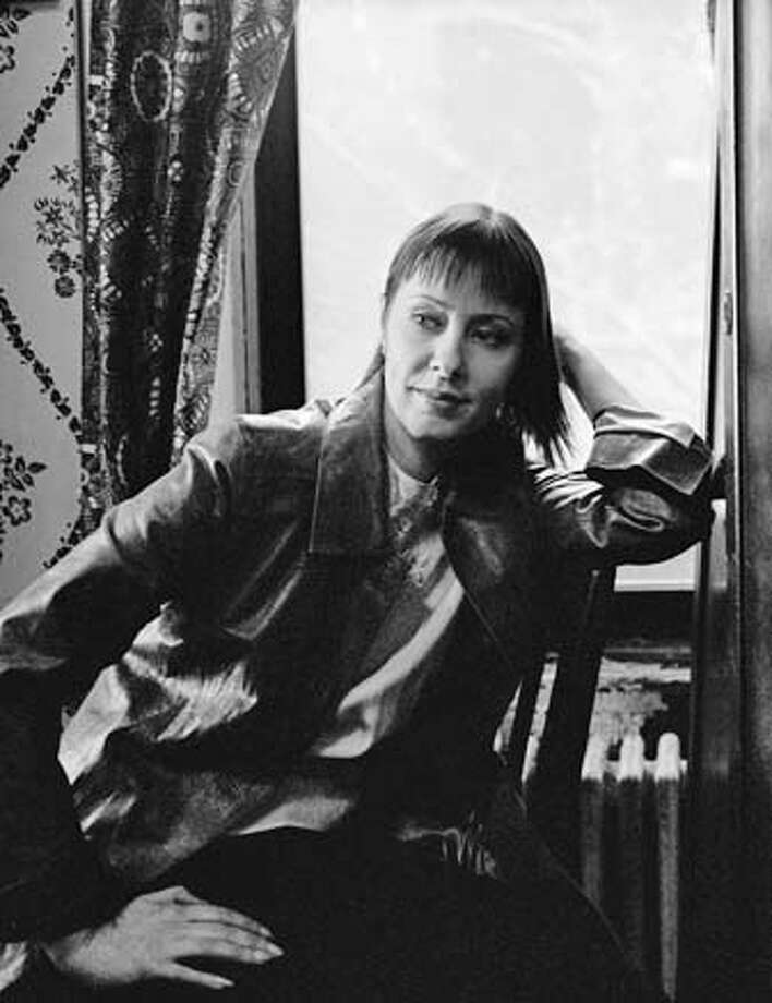 SuzanneVega-072903 For Datebook ; Suzanne Vega will perform at the Fillmore on 7/29/03 ; Inserted into mediagrid on 6/26/03 in . / HO MANDATORY CREDIT FOR PHOTOG AND SF CHRONICLE/ -MAGS OUT