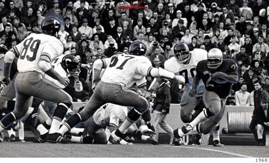 Mike McCaffrey (89), Mark Hultgren (67) and Ed White (70) of Cal chase Harvey Blanks of Washington in Nov. 1968.