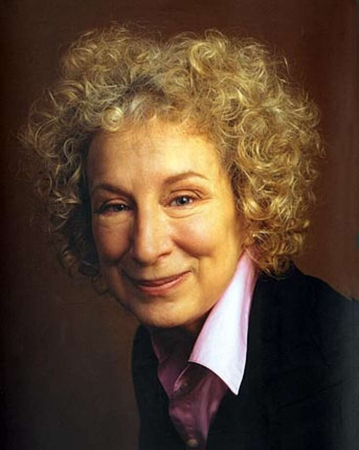 Author Margaret Atwood  Photo credit: Jim Allen BookReview#BookReview#Chronicle#06-19-2005#ALL#2star#e3#0423023961