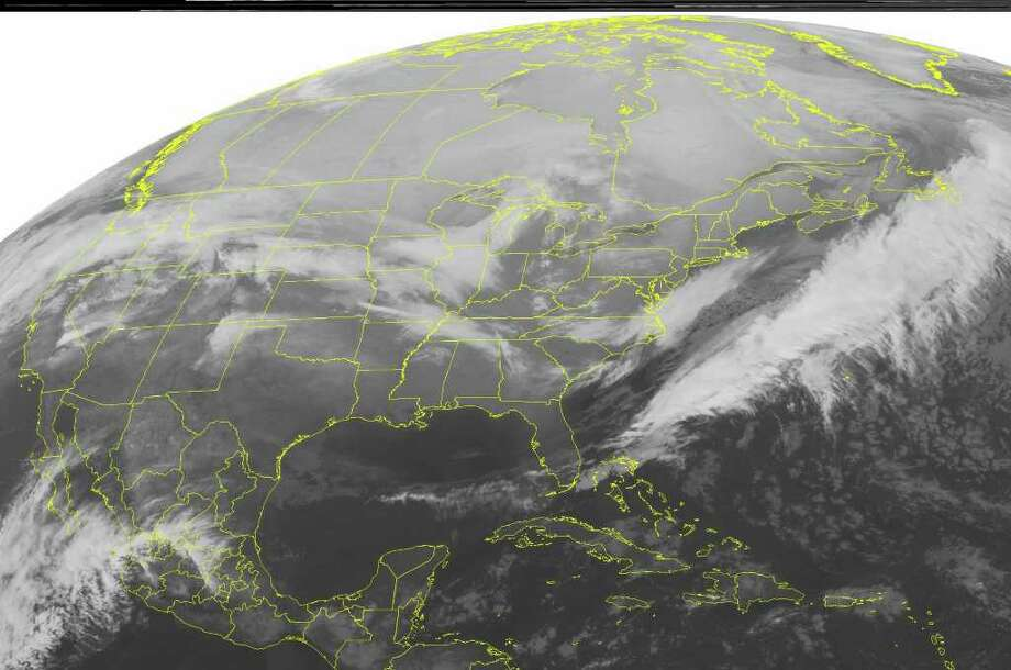 This NOAA satellite image taken Thursday, Jan. 19, 2012 at 12:45 a.m. EST shows dense cloud cover over parts of the Midwest as a low pressure system in the region drags a cold front through the Great Lakes and the Mid-Mississippi Valley.  Snow showers develop ahead of this cold front in the Upper Great Lakes and Iowa.  High pressure dominates the rest of the eastern half of the nation.  (AP PHOTO/WEATHER UNDERGROUND) / WEATHER UNDERGROUND