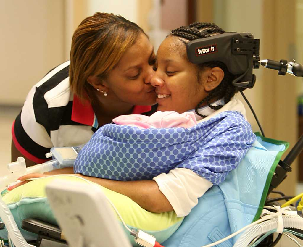After giving birth, a paralyzed teen finds hope in newborn ...