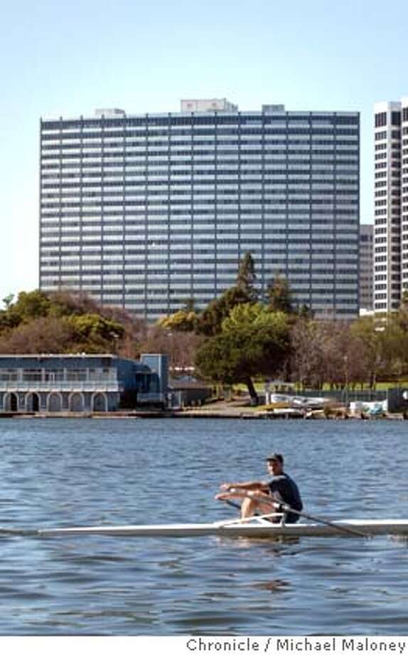 Summit Commercial has bought Oakland's Kaiser Center, one of the biggest office buildings in Oakland, once the premier skyscraper when it opened in 1960. The building is near the shores of Lake Merritt at 300 Lakeside Drive.  CHRONICLE PHOTO BY MICHAEL MALONEY Photo: MICHAEL MALONEY
