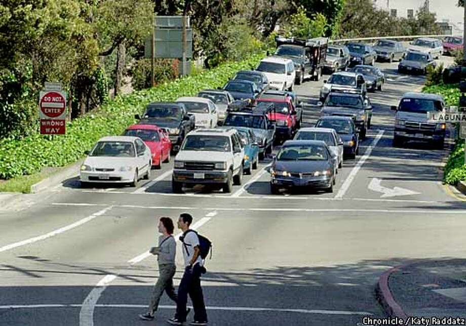 PHOTO BY KATY RADDATZ--THE CHRONICLE  The Fell St. offramp of the Central Freeway will be demolished. SHOWN: A pair of pedestrians cross Fell St. as traffic waits to exit the offramp onto Fell St. Photo: Katy Raddatz