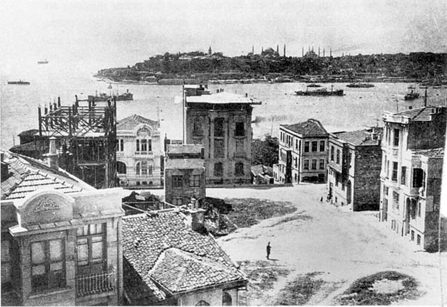 A corner of Beyoglu, Istanbul shot by Selahattin Gitz