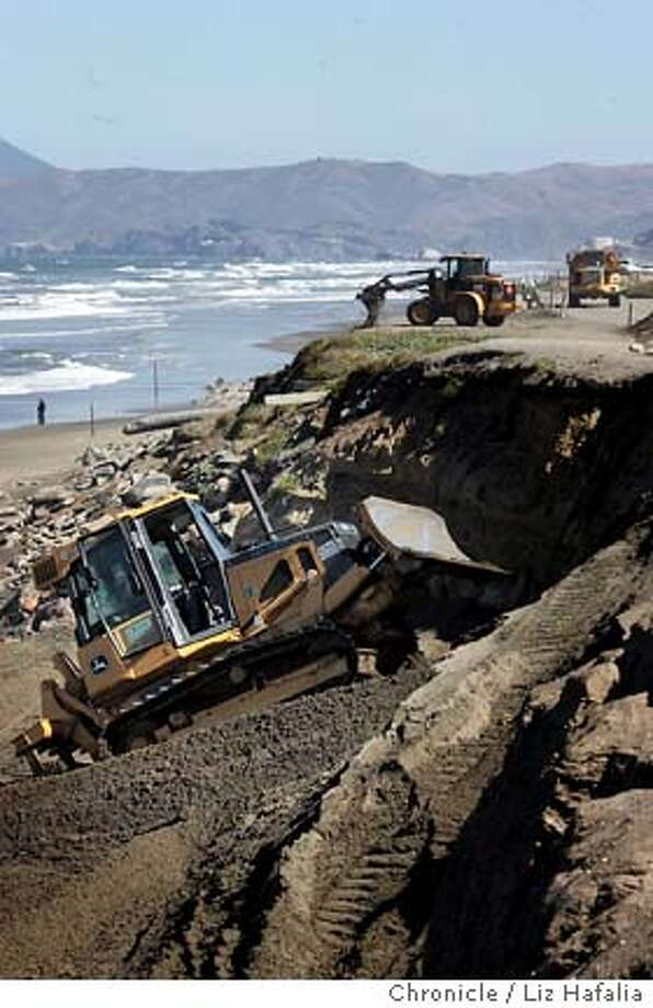 DREDGE_135_LH.JPG The Army Corps of Engineers finished its sand movement recently; the city is doing its own annual work on the Great Highway, trucking sand piled up on the norther stretch by the promenade down to the southern stretch by Sloat Ave. at Ocean Beach. SAN FRANCISCO 6/7/05 LIZ HAFALIA  San Francisco Chronicle Photo: LIZ HAFALIA