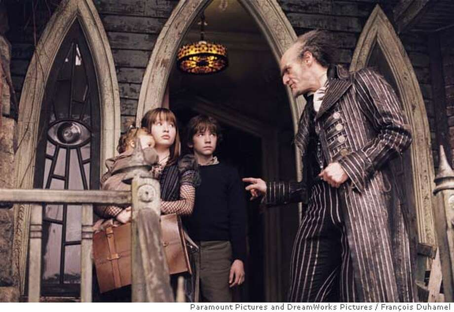 "LEMONY17 (Left to right) Kara/Shelby Hoffman as Sunny, Emily Browning as Violet, Liam Aiken as Klaus and Jim Carrey as Count Olaf in ""Lemony Snicket�s A Series of Unfortunate Events."" Photo by: Fran�ois Duhamel  Paramount Pictures and DreamWorks Pictures"
