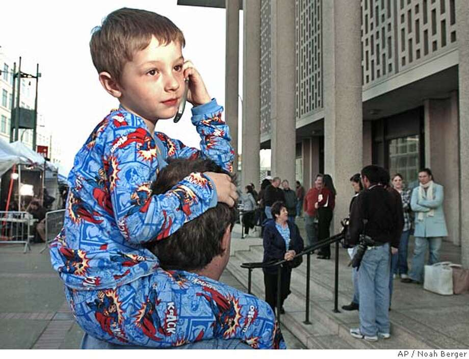 Randy VanBusker, 4, and his father Richard VanBusker of Redwood City, Calif., watch the action outside of the courthouse in Redwood City, Friday, Dec. 10, 2004. The jury are deliberating in the sentencing phase of the Scott case. was convicted of two counts of murder in the deaths of his wife Laci and their unborn child. (AP Photo/Noah Berger) Photo: NOAH BERGER