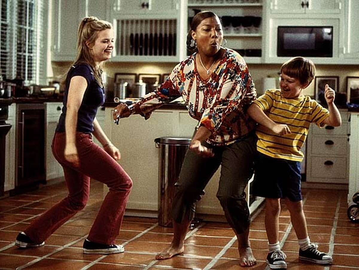 THIS IS A HANDOUT IMAGE. PLEASE VERIFY RIGHTS. Charlene ( Queen Latifah, center) gets down and boogies with Peter�s kids, Sarah (Kimberly J. Brown, left) and Georgey (Angus T. Jones, right). �Bringing Down the House,� directed by Adam Shankman from a screenplay by Jason Filardi.