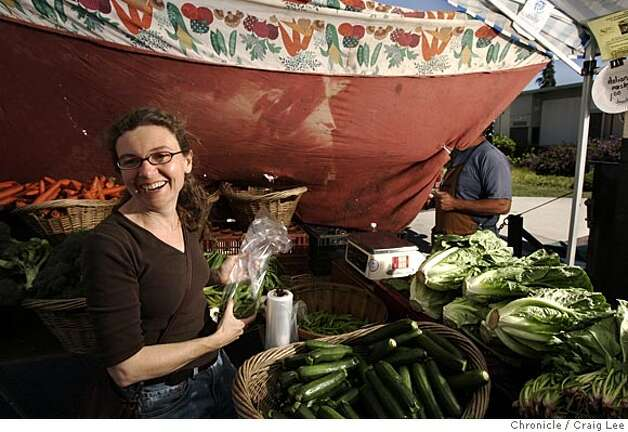 "Photo of Jessica Prentice shopping for snap peas from Richard Firme of Gustine. Cooking with Jessica Prentice, the cookbook author who is promoting ""cooking in the foodshed"" month. In other words, using only ingredients that are grown within a 100-mile radius of San Francisco. Event on 5/24/05 in Berkeley. Craig Lee / The Chronicle Photo: Craig Lee"
