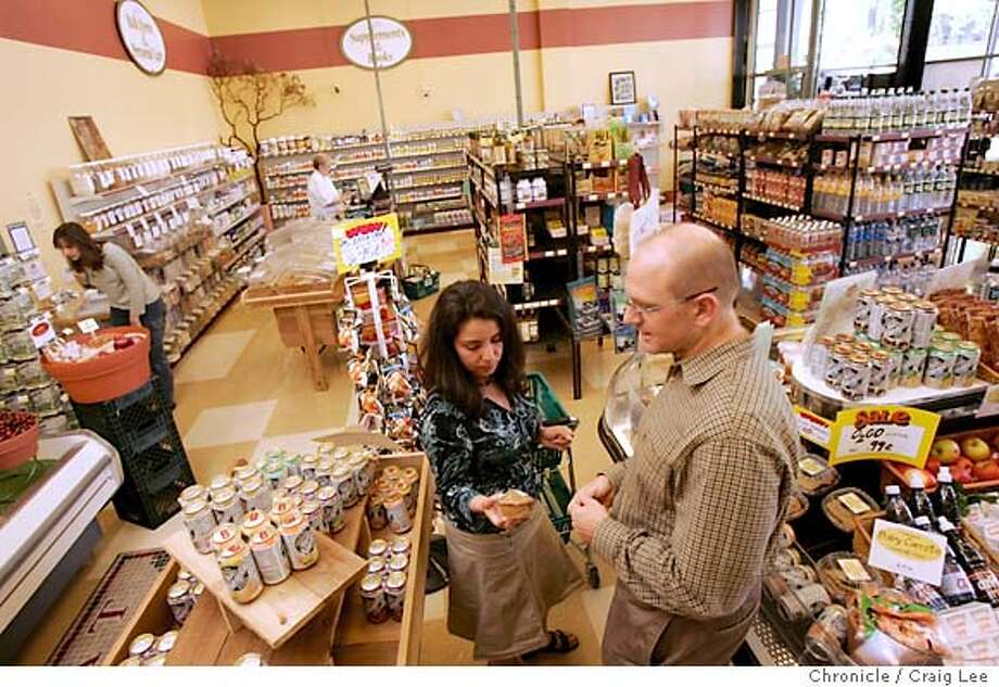 A new health food store called the Food Mill in Oakland at Kaiser Hospital, 255 W. MacArthur Blvd. Photo of Melinda Shott (left) and Cary Virtue (right) shopping in the foreground. They work at Kaiser.  Event on 5/31/05 in Oakland. Craig Lee / The Chronicle Photo: Craig Lee