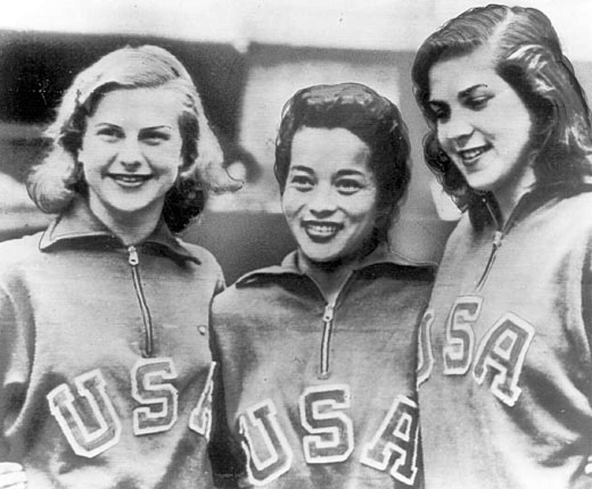 Vickie Manalo Draves flanked by teammates Zoe Ann Olsen and Patsy Elsener Aug 4, 1948 handout photo